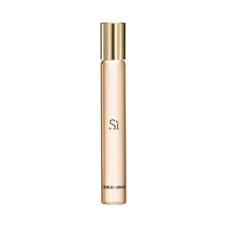 Sì Eau de Parfum is a modern chypre, reinvented with deep blackcurrant nectar, airy florals and ...