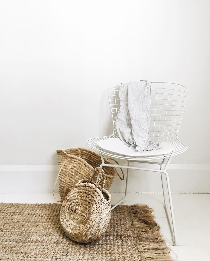 Neutral baskets in the home and a pretty jute rug! | follow @shophesby for more gypset boho modern lifestyle + interior inspiration www.shophesby.com