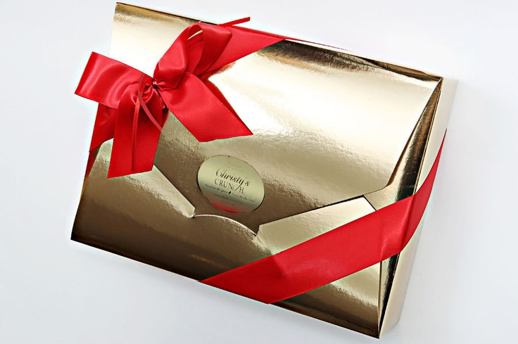 Elite Chocolate Experience- This beautiful gift comes with 840 grams of our decadent crunch in all 4 flavours, including milk chocolate, white chocolate with cranberries, dark chocolate and peppermint.  This is the perfect holiday gift for all.