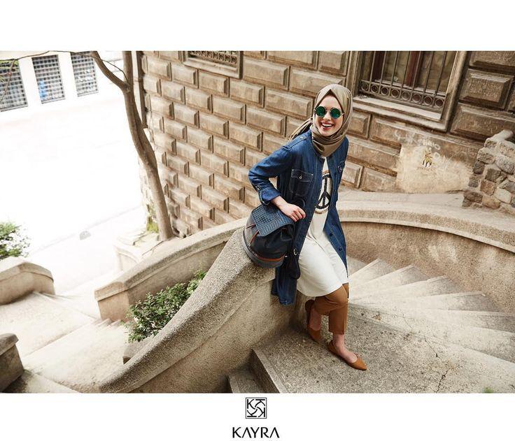 Keyifli yeni bir haftaya; kot rahatlığıyla✌️  Peace!  Ürün kodu   Ref no: B6 14133 #Kot #Kap; B6 21169 #Tunik ; S 107 #Latte #İpeksal ; B6 CNT02 #canta; B6 19025 #Pantolon #Kayra #streetstyle #kayraweekend #kayrastyle #ootd #hijab #hijabi #hijabstyle #shades #denim #scarf #kombin