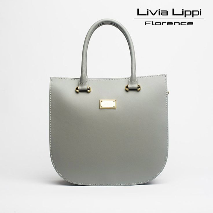 Elegáns, modern és minimalista kézitáska. Egy cipzáras és egy kis zseb található a táskában. Cipzárral zárható, két rövid pántja fix, míg hosszú pántja állítható hosszúságú és levehető.  Anyag: két típusú valódi olasz marhabőrből készült, puha bőrből és velúrból.