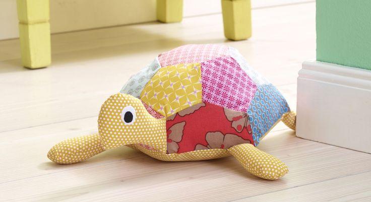 Fan de patchwork, la tortue hippie s'habille de jolies couleurs fraîches. Un joli doudou à coudre chez soi. Tous les gabarits pour réaliser ce doudou sont à télécharger ici : Gabarits Lulu la ...