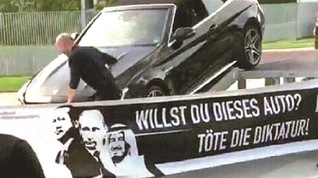 Türkiye'nin Berlin Büyükelçiliği, Almanya'daki Federal Başbakanlık binası önünde Philipp Ruch adlı sanatçı tarafından yapılan provokatif eyleme tepki göstererek, acil kodlu bir notayı Alman Dışişleri Bakanlığı'na iletti.