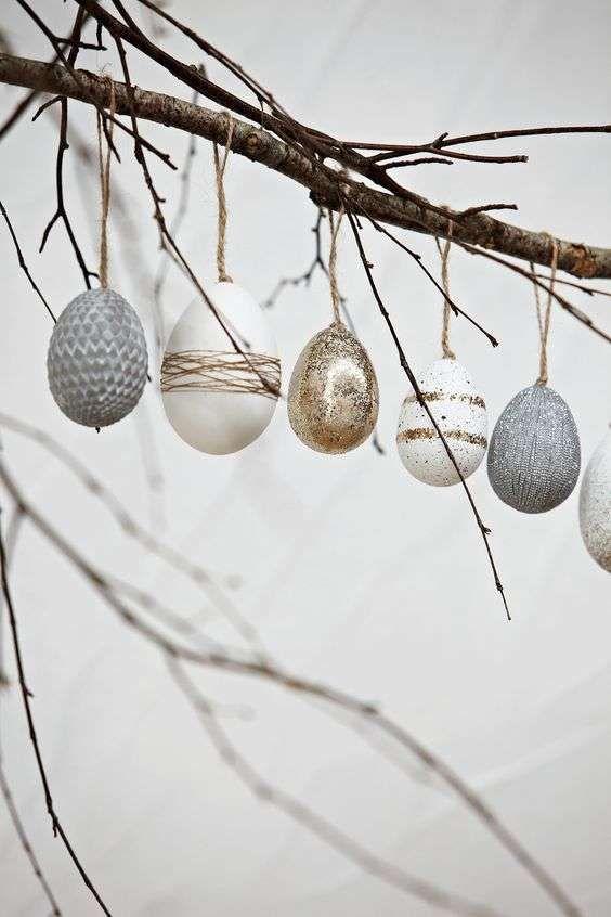 Decorazioni pasquali in bianco - Ovetti pasquali dai colori neutri Easter decorations in white - Easter eggs in neutral colors