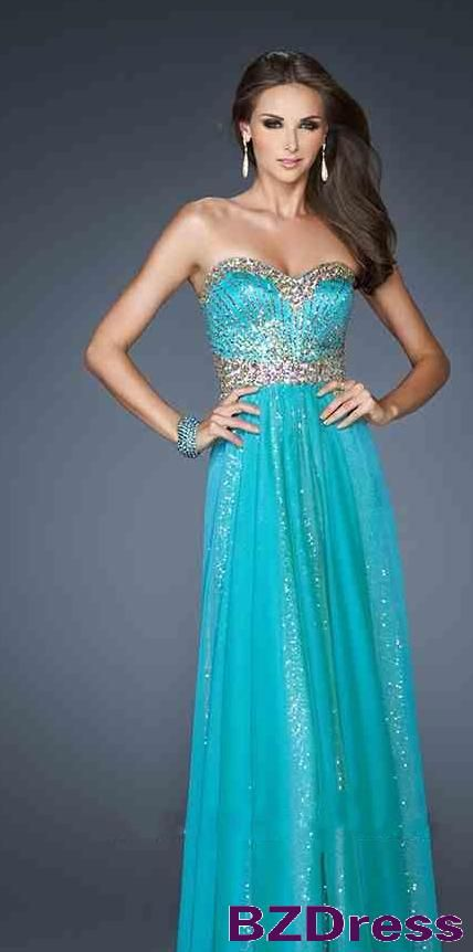 The colour is gorgeous! Too bad, I've already got my prom dress. #turquoisedress #promdress
