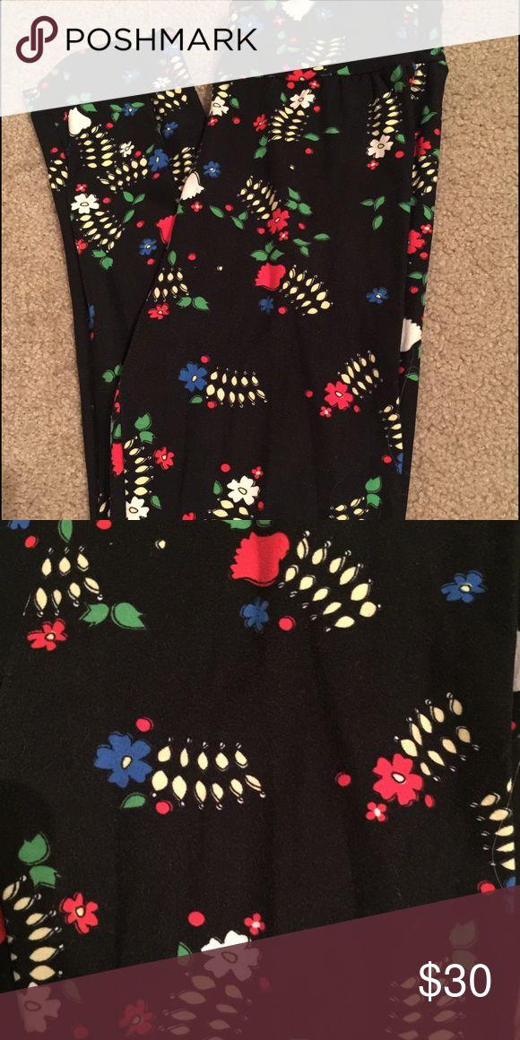Lularoe O/S leggings floral print Black with cute flower print, fits size 0-8! LuLaRoe Pants Leggings