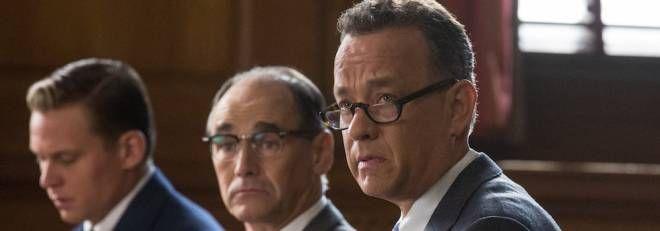Il ponte delle spie Steven Spielberg dirige Tom Hanks in una storia vera da Guerra Fredda
