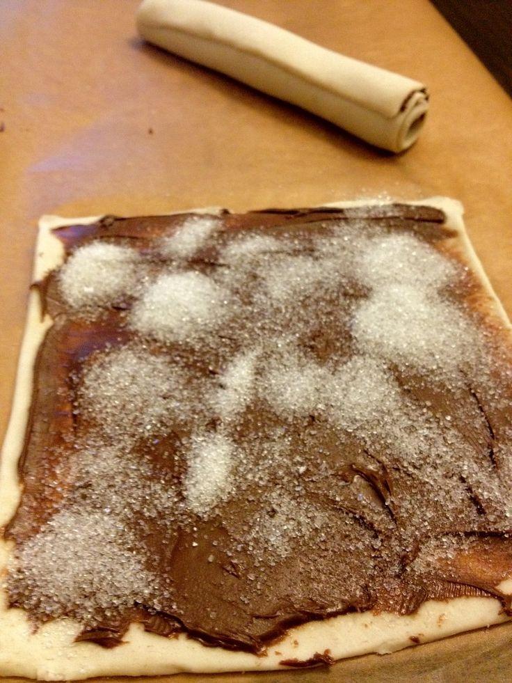 nutella rolls - simpel met bladerdeeg en nutella Leuk om te trakteren in de klas!