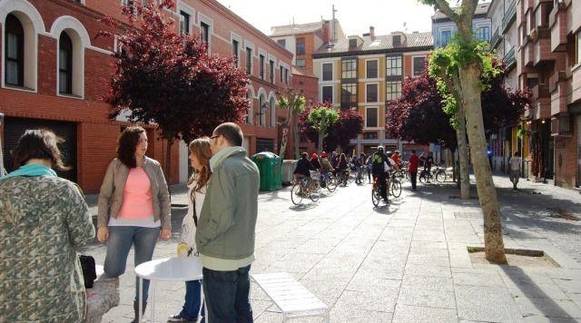 Talleres e iniciativas en la Plaza de Cantarranas - Cortesia de Pilarhechoamano  http://destinocastillayleon.es/index/revitalizando-la-plaza-cantarranas/