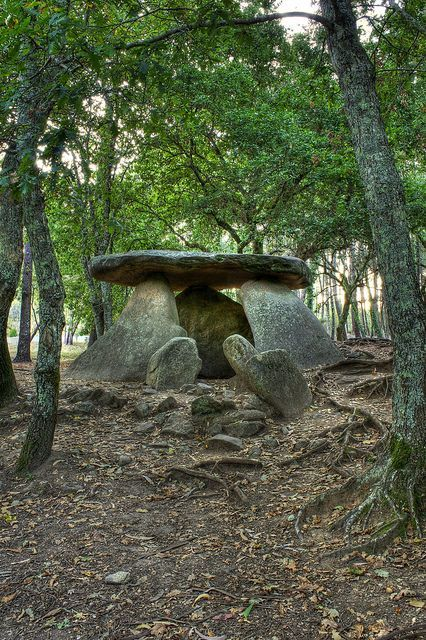 Dolmen de Axeitos. Prehistoric megalithic dolmen near the village Axeitos, parish of Oleiros, municipality of Riveira on the Barbanza Peninsula in the estuary of the Ría de Arousa in the Province of A Coruña, Galicia, in Northern Spain