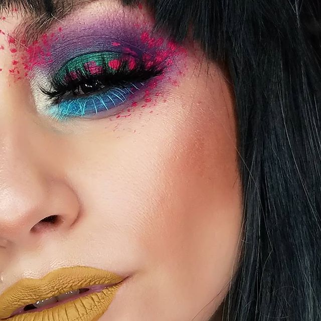 ☕☕☕Get ready to be SpaMmeD ....[might also post the blonde version ] Did this look live with the help of my #ShadowLiveSquad , They picked out the colors.. and I just winged it .... It was so fun, will be definitely doing those often!!... ________________ Detailz......  #ShadowLiveSquad picked ➡ EYES.....  @morphebrushes 35b Blue/Purple   @katvondbeauty @thekatvond Metal Crush Iggy   @looxi_beauty Voodoo  use code [SHADOWS10]  @bitter.lace.beauty In Curious...