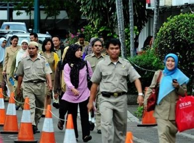 JAKARTA – Setelah terbitnya instruksi gubernur (ingub) tentang larangan pejabat dan PNS naik kendaraan pribadi, Gubernur DKI Jakarta, Joko Widod.