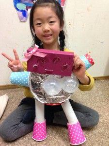"""ゴミロボット – Week 5  Only a few more weeks until GomiBots are completed! Yuzuru's Bot has a milk carton gun. Hana's GomiBot is so cute! Kotono's GomiBot is coming along nicely!  Learning about clothing in our English Time class. """"What are these?"""" """"They're socks!""""  ゴミボットも後2週間 ゆずるは牛乳パックでガンを作りました。 はなちゃんのゴミボットはとても可愛いね。 ことののゴミボットもだんだん出来上がって来ましたよ。  英会話クラスでは洋服の英語を複数で勉強しています。 『これらは何?」「それらは靴下だよ」"""