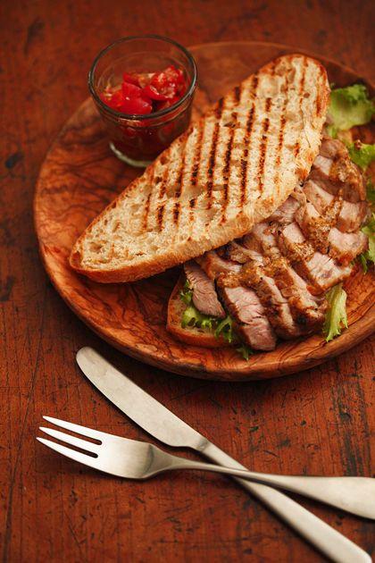 豚肩ロースのサンドイッチ:ハニーマスタードソース
