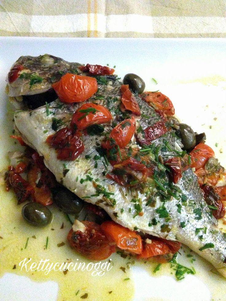 L' Orata alla mediterranea con pomodorini e olive un secondo di pesce dalle carni molto pregiate, gustoso e leggero adatto per chi è a dieta.