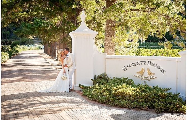 Crossing the Franschhoek River brings you to a traditional wine farm that feels like home, this idyllic setting offers you exclusive use of the historic Manor House and provides stunning photographic opportunities as your guests enjoy lawn games or dance the night away.