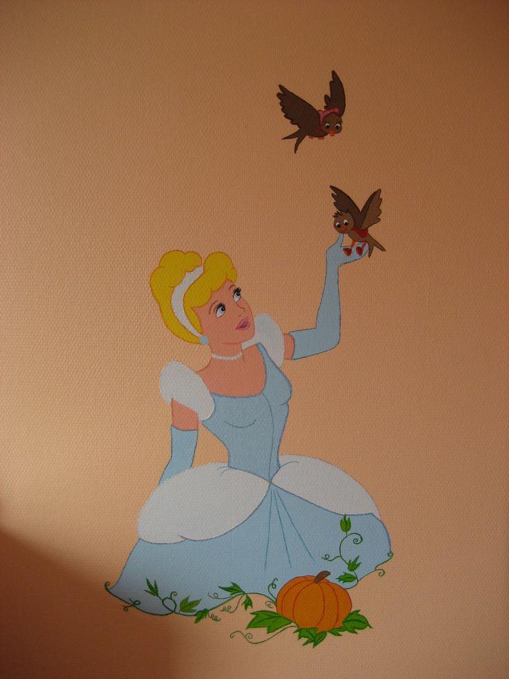 Jolie was toen ze klein was een prinsessenmeisje, dus heb ik Assepoester op haar kamer geschilderd.