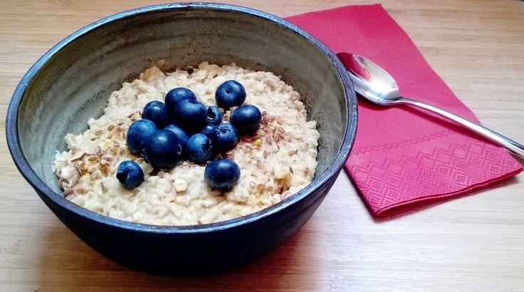Porridge, die englische Version des Haferbreis, schmeckt nicht nur in England zum Frühstück. Probieren Sie unseren rein pflanzlichen Klassiker!