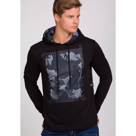 Čierna pánska bunda s kapucňou a maskáčovým vzorom - fashionday.eu