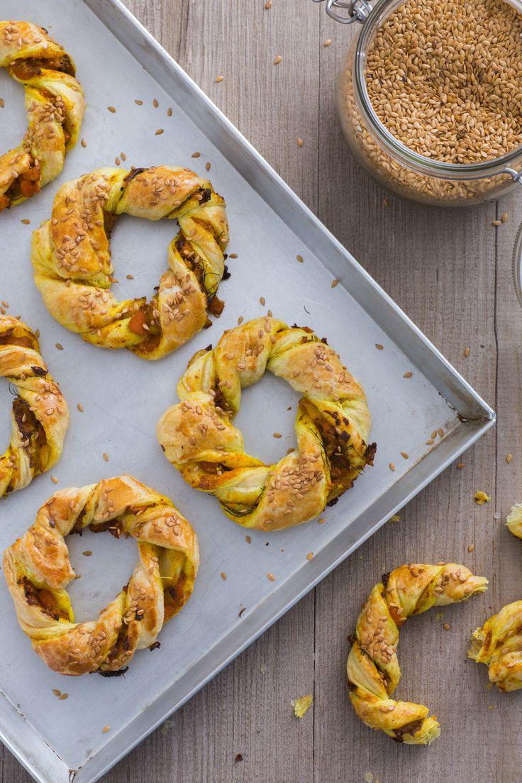 Mini angeliche salate di sfoglia: rustiche e saporite. Perfette per il tuo aperitivo homemade!  [Salted mini donuts]