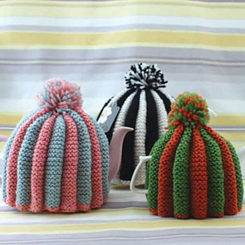 Classic Pleated Tea Cozy by Patons free knitting pattern on Ravelry at http://www.ravelry.com/patterns/library/classic-pleated-tea-cosy