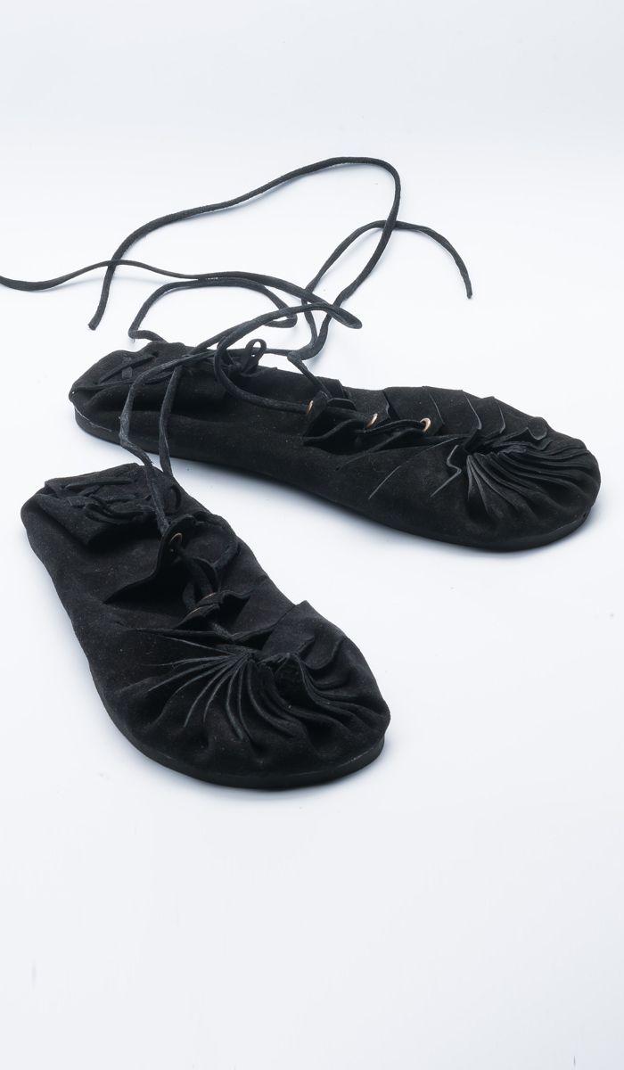 https://indiastyle.ru/women-slippers/product/sandalii-vozdushnaya-pohodka    Черные балетки на шнуровке - обувь в стиле бохо, этно    Veg boho style shoes, ethnic style    1920 рублей