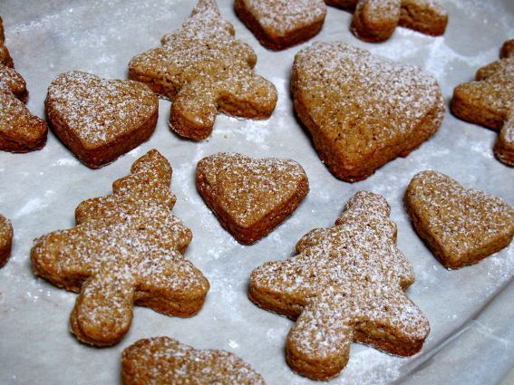 Soft Christmas Gingerbread Cookies  http://recipekiss.com/soft-christmas-gingerbread-cookies/