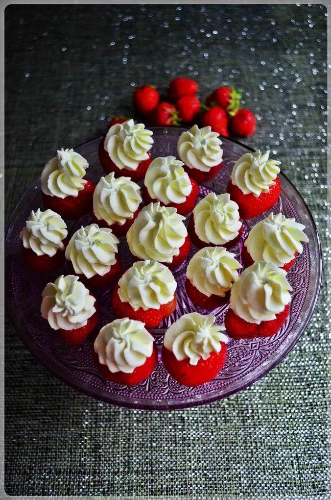 Strawberries filled with cream // Truskawki wypełnione bitą śmietaną