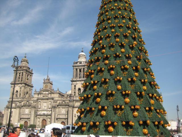 17 Christmas Classics You Can Sing in Spanish: La Navidad en la Ciudad de México. (Christmas in Mexico City.)