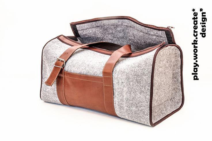create.SWIM&FLY  create.SWIM&FLY to nasza nowa filcowa torba podróżna. Model dużej torby z wysokiej jakości skóry naturalnej w połączeniu z filcem impregnowanym. Niezwykle pojemna, może służyć właśnie jako torba podróżna (dopuszczalne wymiary jako bagaż podręczny do samolotu) lub torba na basen, siłownię – polecana dla aktywnych ludzi. Produkt w 100% ręcznie wykonany.