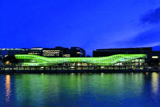 Les Docks – Cité de la Mode et du Design - Dalla Terrazza di questo serpentone verde ci si affaccia sulla Senna. www.citemodedesign.fr
