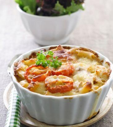 Πένες ογκρατέν με μπεσαμέλ, κοτόπουλο και ντοματίνια | Γιάννης Λουκάκος
