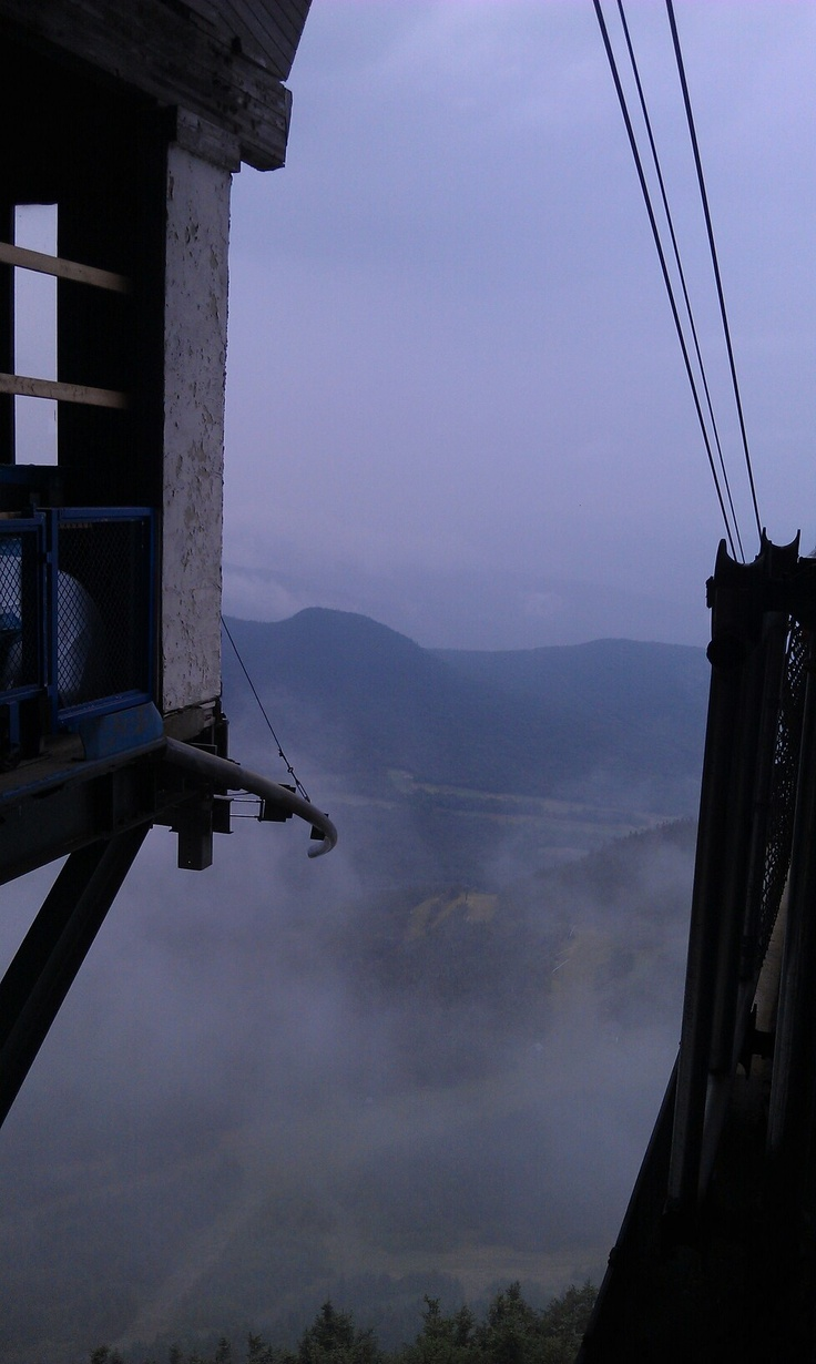 Les 25 meilleures id es de la cat gorie jay peak vermont for Glissade interieur jay peak