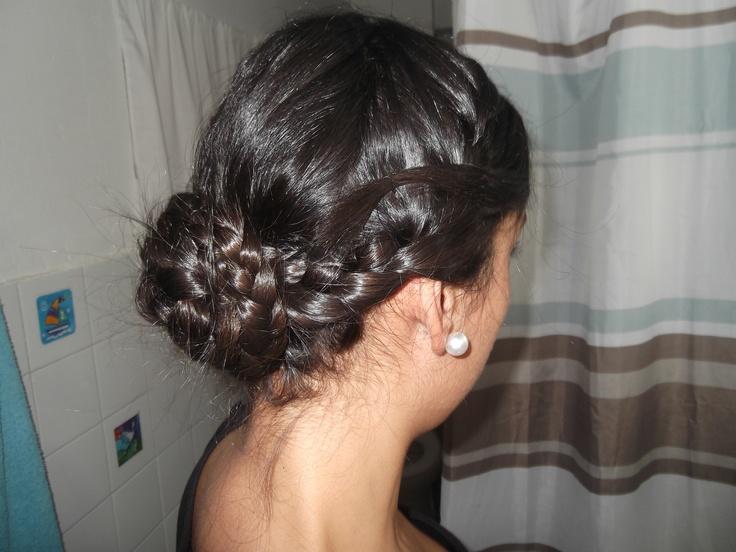 mi peinado de fin de año echo por mi,,, no me quedó tan mal ..una trenza central i dos laterales enrolladas ..