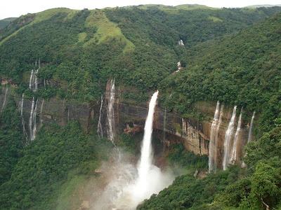 Meghalaya, India: Nohkalikai Falls