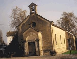 Chapel Châtelard in the village of the same name, between Jujurieux and Saint-Paul-de-Varax, not far from Lyon. Said to be another dame blanche or white lady, usually named as Lucia Bréhéville or Lucie de Bréhéville, who committed patricide, over her father trying to force her into an arranged marriage, who haunts the area. Said to be seen gliding from the direction of the church to a fountain d'Oiza, to wash bloodied clothes.