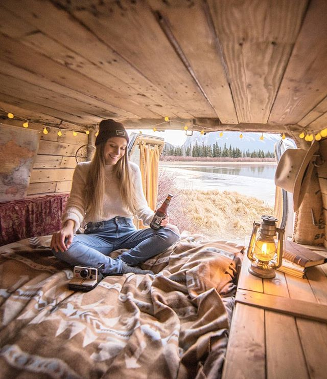 Just keeping it reaally simple w/@joellefriend #vanlife