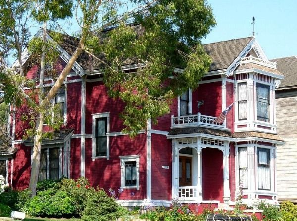 This painted Victorian is instantly recognizable to most of us as Halliwell Manor from the popular TV series Charmed. The show was set in San Francisco, but in real life it's known as the Innes Hou....