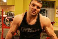 Расширяем плечи и спину https://mensby.com/sport/muscles/2987-expanding-shoulders-back  Фигура мужчины должна напоминать перевернутый треугольник и без широких плеч тут не обойтись. Как расширить плечи и спину? Упражнения на плечи и широчайшие мышцы спины.