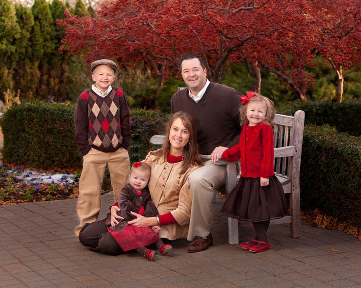 fall family picture a great color scheme for brown, gold and red.