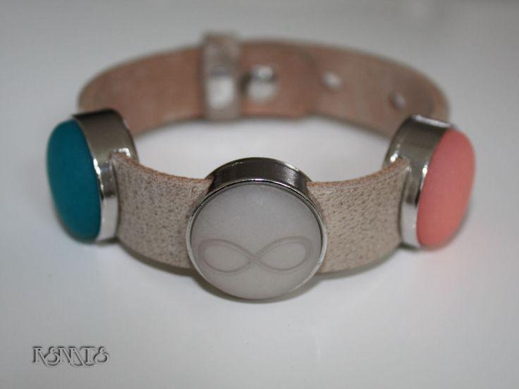 Cuoio armbanden van leer met 3 schuivers in diverse kleuren verkrijgbaar. Armband is geschikt voor mensen met een pols van 16-20cm. Breedte is 20mm  Prijs is slechts 14,95 euro  beadsbyrenate@hotmail.com of www.facebook.com/beadsbyrenate