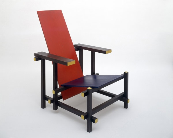 Red Blue Chair — Gerrit Rietveld (1917)