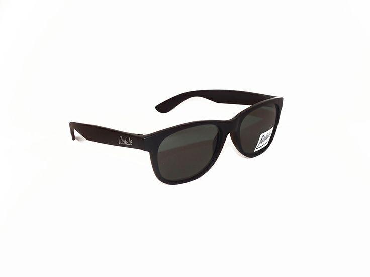 """Rèdèlè """"BUZZ"""". Modello gommato, con montatura nero e lenti polarizzate. Modello unisex.  http://www.otticagelmi.com/shop/donna/occhiale-sole-redele-buzz/"""