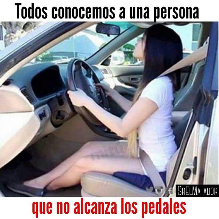 Identifique a esta persona.  -  -  #mujer #pequeña #Pequeños #Chiquitos #Chiquita #enano #Enana #bajito #bajita #Carro #manejar #conducir #SrElMatador #ElSalvador #SV