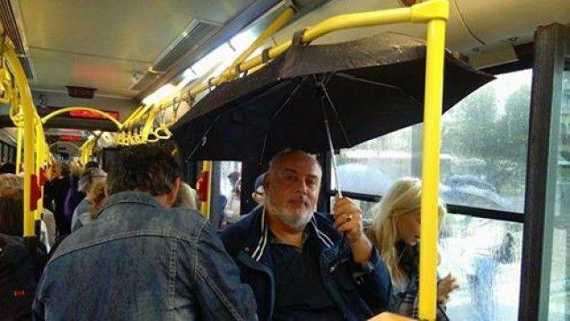 Άνοιξαν ομπρέλες μέσα στο λεωφορείο...λόγο βροχής!(pics) > http://arenafm.gr/?p=249739