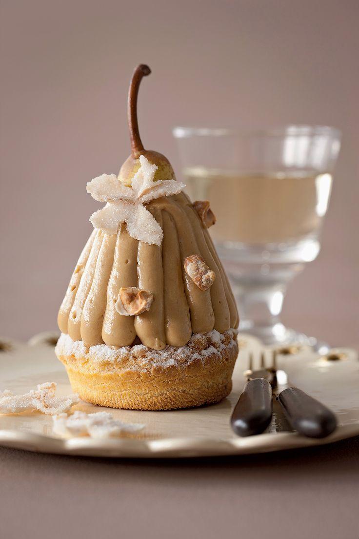 Dans la variante du Paris-Brest de la maison basque Pariès, la pâte à choux accueille des poires fourrées à la crème mousseline parfum noisette.