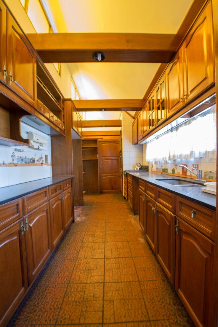 Gran Cocina amoblada y luminosa. comunicada al living, comedor, lavadero, secadero y un patio interno.