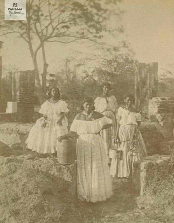 Území Panamy bylo původně osídleno Indiány, ale od počátku 16. století země začala být objevována a okupována Španěly. Indiánské obyvatelstvo téměř zcela vymizelo kvůli infekčním chorobám dovezeným z Evropy.