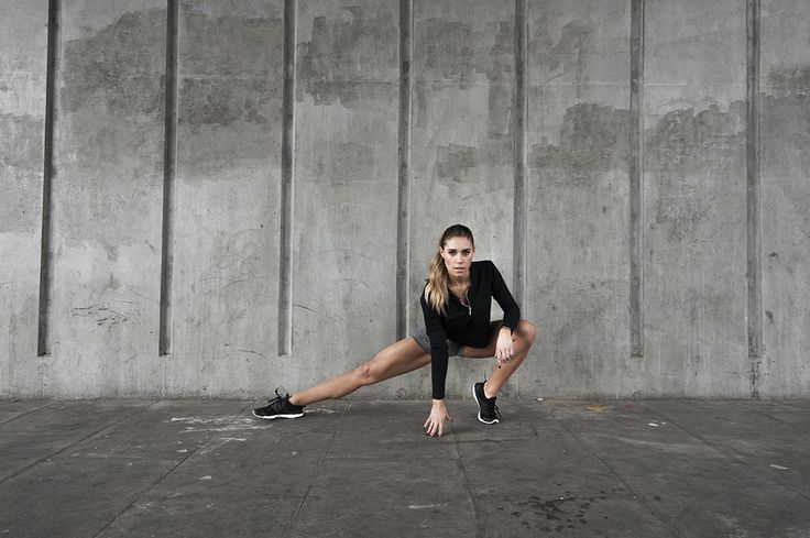 Don't have any equipment or are short on time? No worries! This is a KILLER full-body workout that you can do anywhere – no equipment necessary. All you need is about half an hour and that super hot bod of yours!    CIRCUIT 1  Reverse Lunge + Glute Kickbacks – 16 reps (8 per side)  Scissors – 20 reps (10 per side)  Tricep Circles – 8 reps  In and Out Jump Squats – 12 reps  Prone Leg Extension Toe-Taps – 24 reps (12 each leg)  CIRCUIT 2  Drop Push-Ups – 10 reps  Straight Leg Jack-Knives…