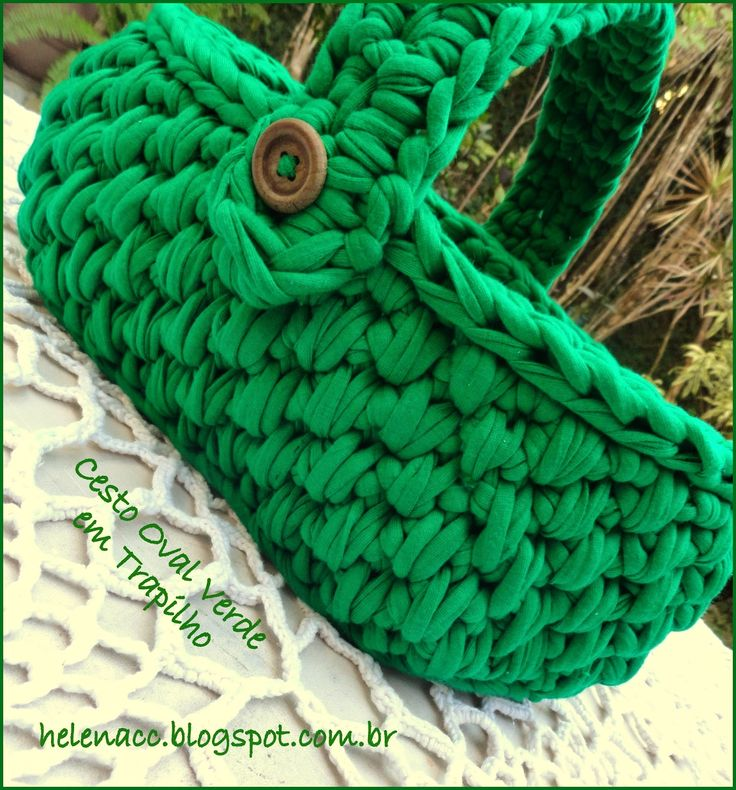 """I ALSO ... CROCHETO: Trapilho Green Basket in point """"Basket""""...Graphs and pattern explanations.. Use Google translate. Lots of baskets at this site!"""
